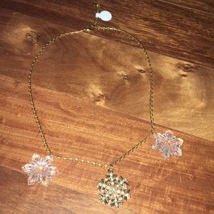 Jewelry - BNWT Snowflake fashion necklace